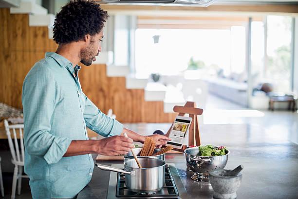 <u>Pentole per stufati e brasati Bialetti per cucina</u>: <strong>Acquista</strong> in linea a un prezzo incredibile da casa